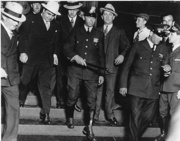 gangsterism in the 1920s America in the 1920's the powerful economic might of america from 1920 to october 1929 is frequently overlooked or simply shadowed by the more exciting topics such as prohibition and the gangsters, the jazz age with its crazies and the klu klux klan.