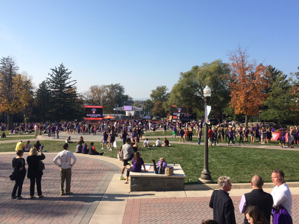 A picture perfect fall Friday as students swarm the set. (WTOP/Noah Frank)