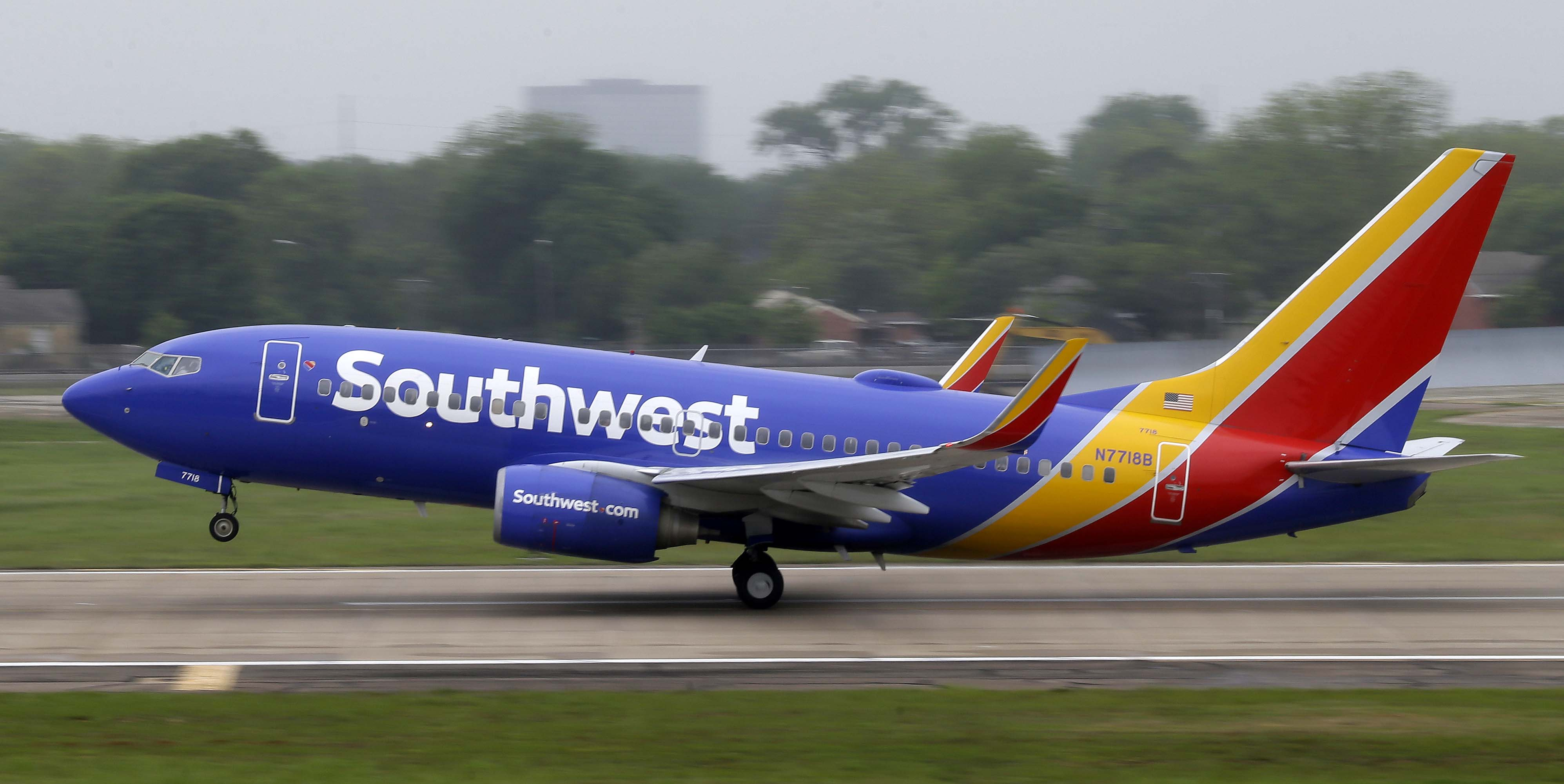 Southwest Airlines flights grounded after technology glitches