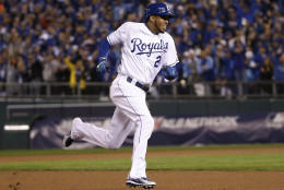 Kansas City Royals Alcides Escobar runs home to score on an in-the-park home run during the first inning of Game 1 of the Major League Baseball World Series against the New York Mets Tuesday, Oct. 27, 2015, in Kansas City, Mo. (AP Photo/Matt Slocum)