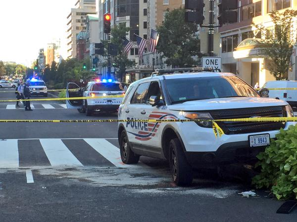 A police cruiser struck a cyclist on southbound Connecticut Avenue Monday afternoon. (WTOP/Dave Dildine)