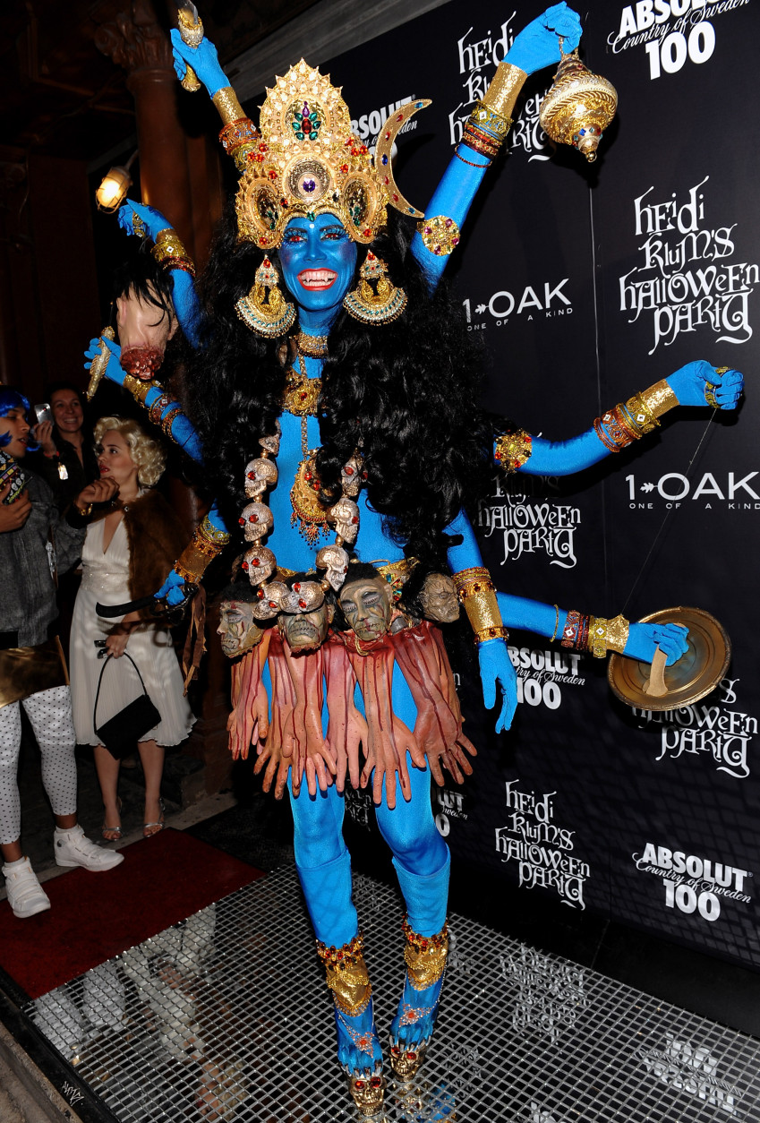 Model and television personality Heidi Klum attends her annual Halloween party at 1Oak on Friday, Oct. 31, 2008 in New York. (AP Photo/Evan Agostini)