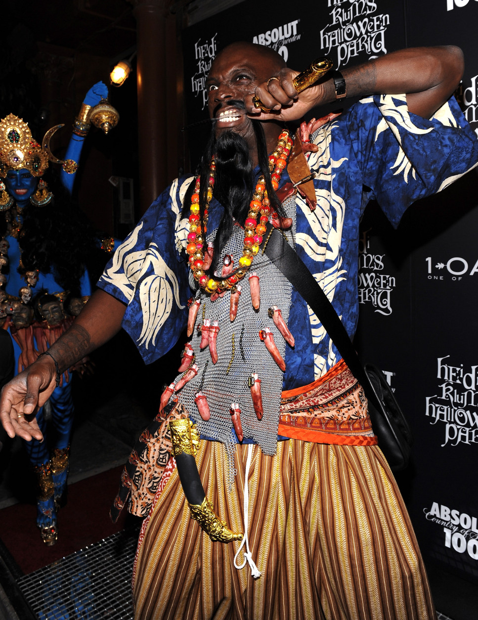 Singer Seal attends Heidi Klum's annual Halloween party at 1Oak on Friday, Oct. 31, 2008 in New York. (AP Photo/Evan Agostini)