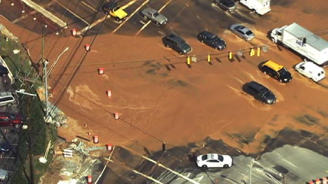 Rockville Pike reopens after water main break