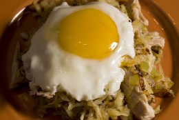 **FOR USE WITH AP LIFESTYLES**   Turkey Hash is seen in this Sunday, Oct. 26, 2008 photo. When looking for ways to use your Thanksgiving leftovers don't forget breakfast. This Turkey Hash is perfect for a weekend morning after the big holiday. (AP Photo/Larry Crowe)
