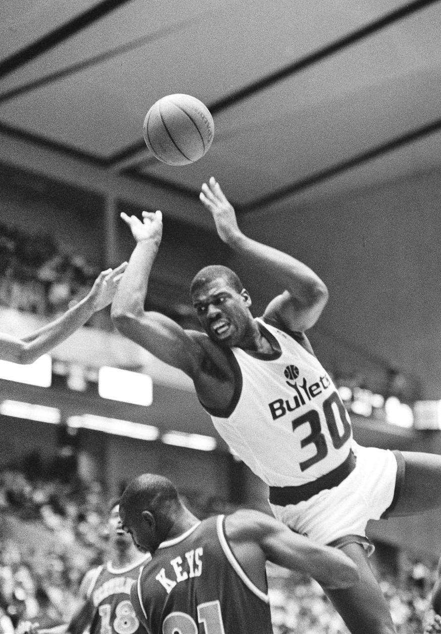 Washington Bullets forward Bernard King shoots a off balance jumper over Cleveland Cavaliers forward Randolph Keys in the first half of their game at the Baltimore Arena, Nov. 10, 1989. (AP Photo/Jason Lee)