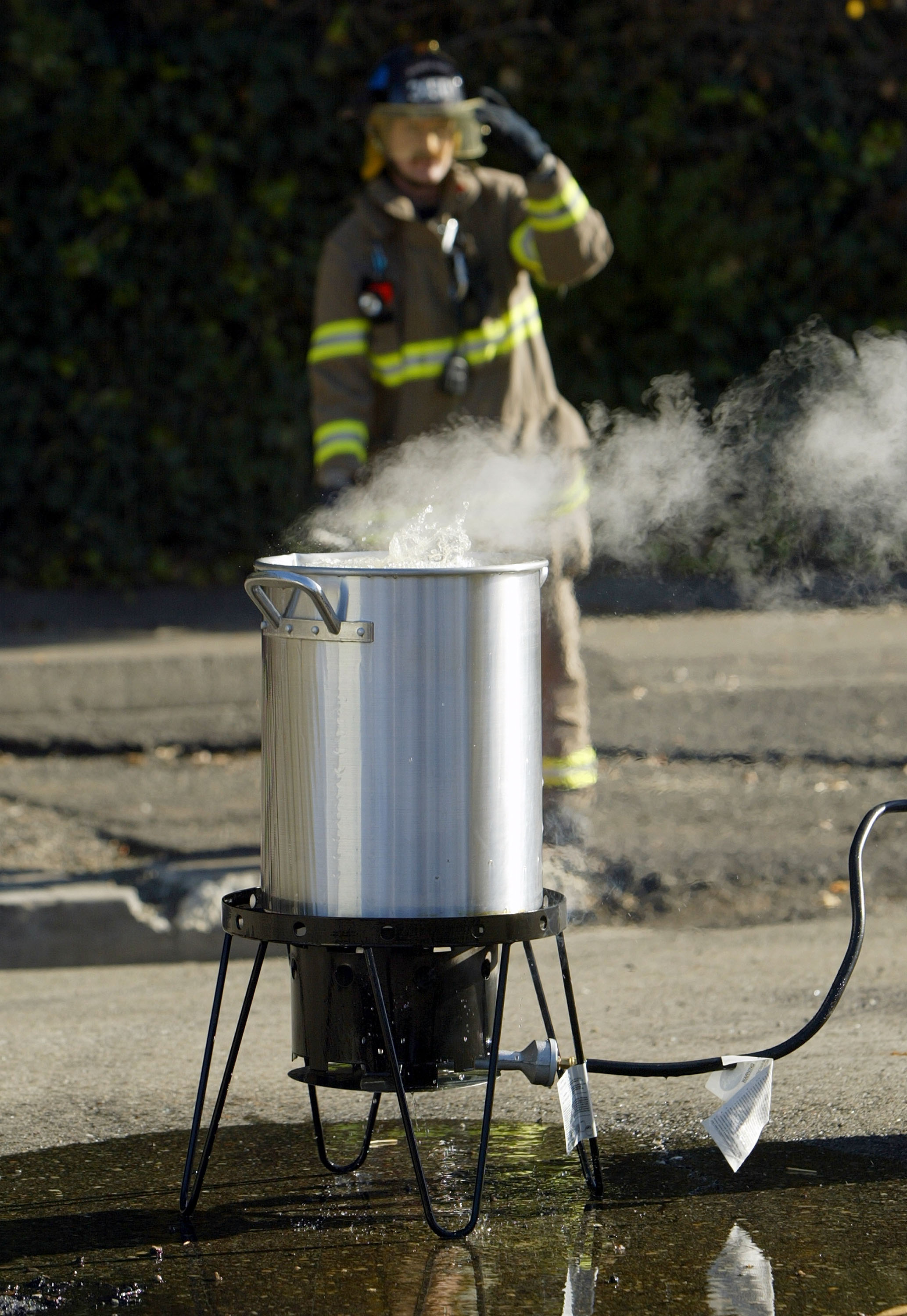 How you should deep fry your turkey on Thanksgiving