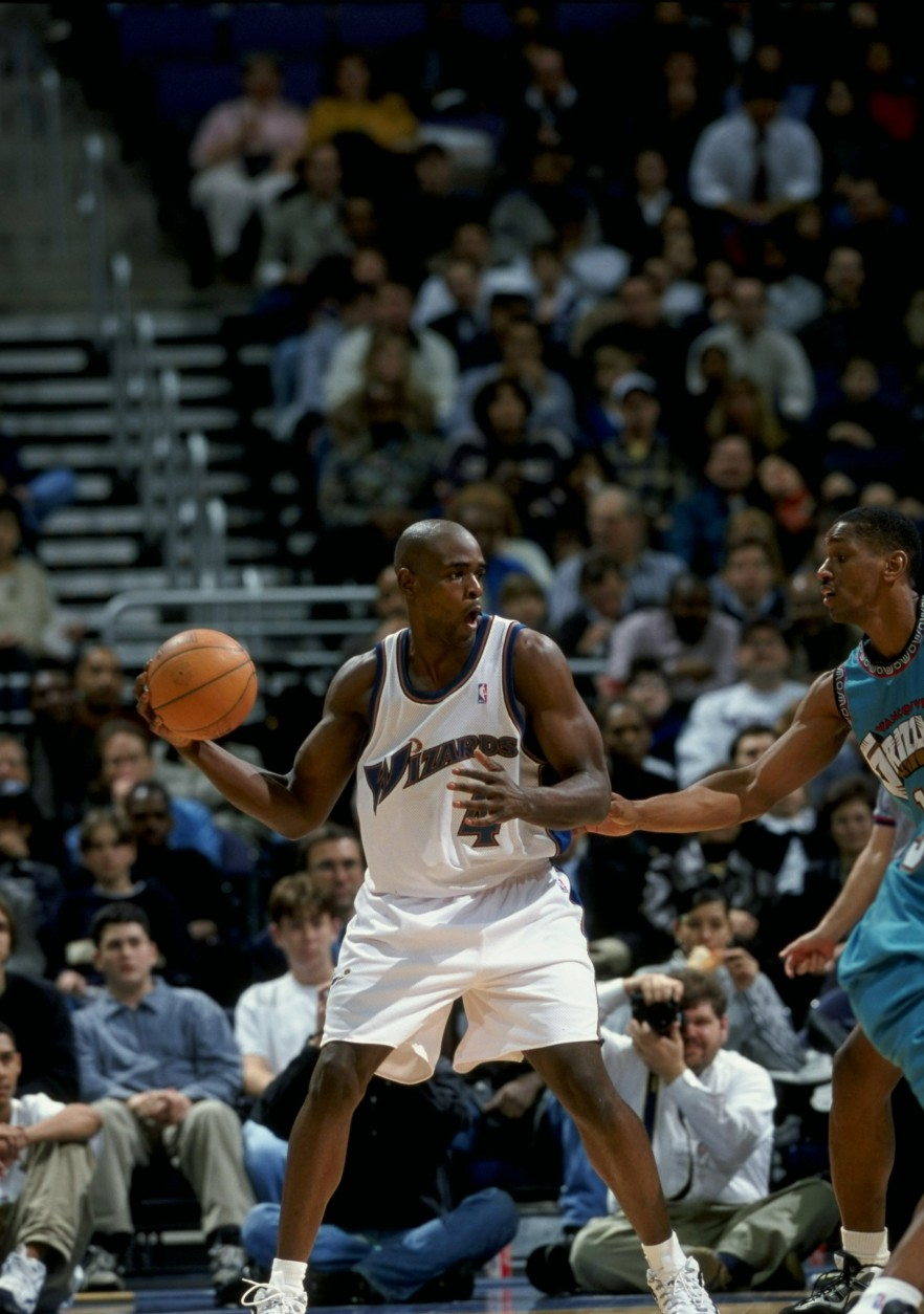 16 Jan 1998:  Forward Chris Webber of the Washington Wizards in action against the Vancouver Grizzlies during a game at the MCI Center in Washington, D. C.   The Wizards defeated the Grizzlies 112-110. Mandatory Credit: Doug Pensinger  /Allsport