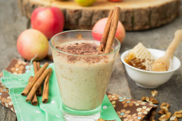"""Smoothies """"apple pie"""" with nuts and cinnamon."""