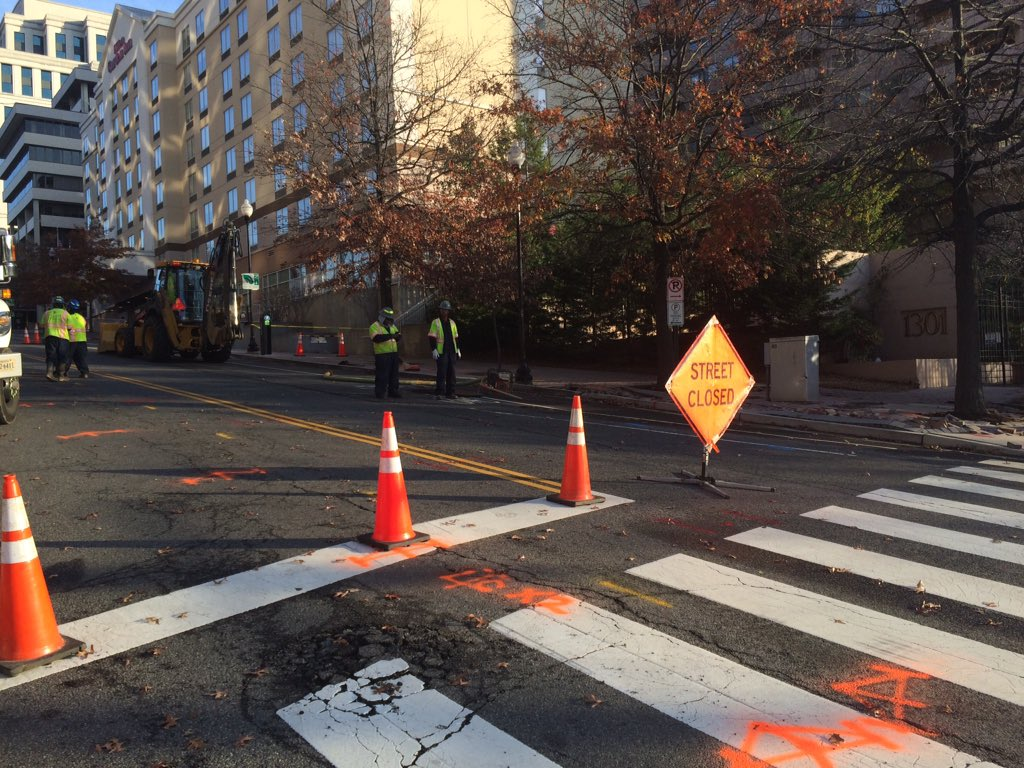 Water main break closes Arlington's N. Courthouse Road