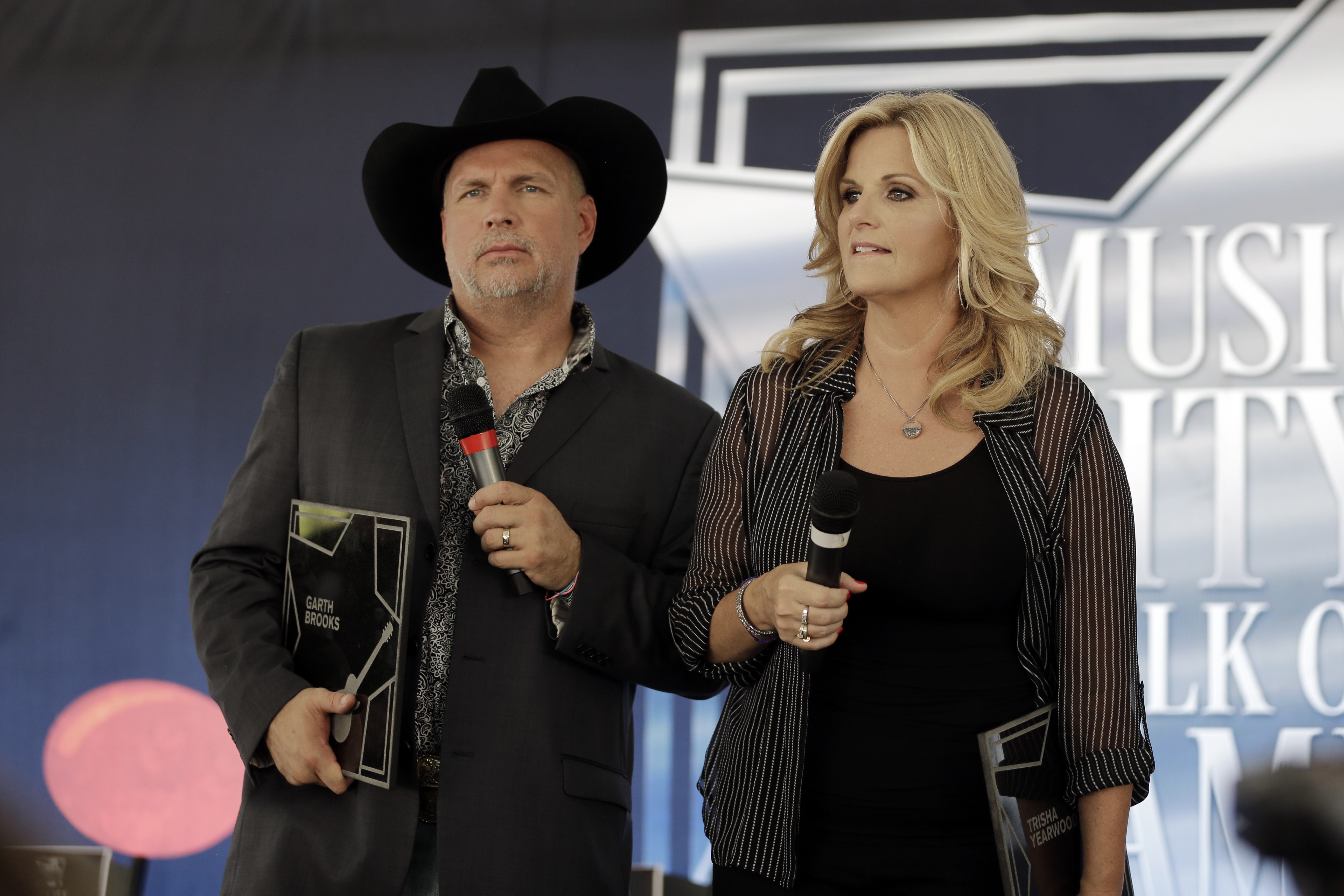 Garth Brooks to play first-ever Baltimore show with Trisha Yearwood in January