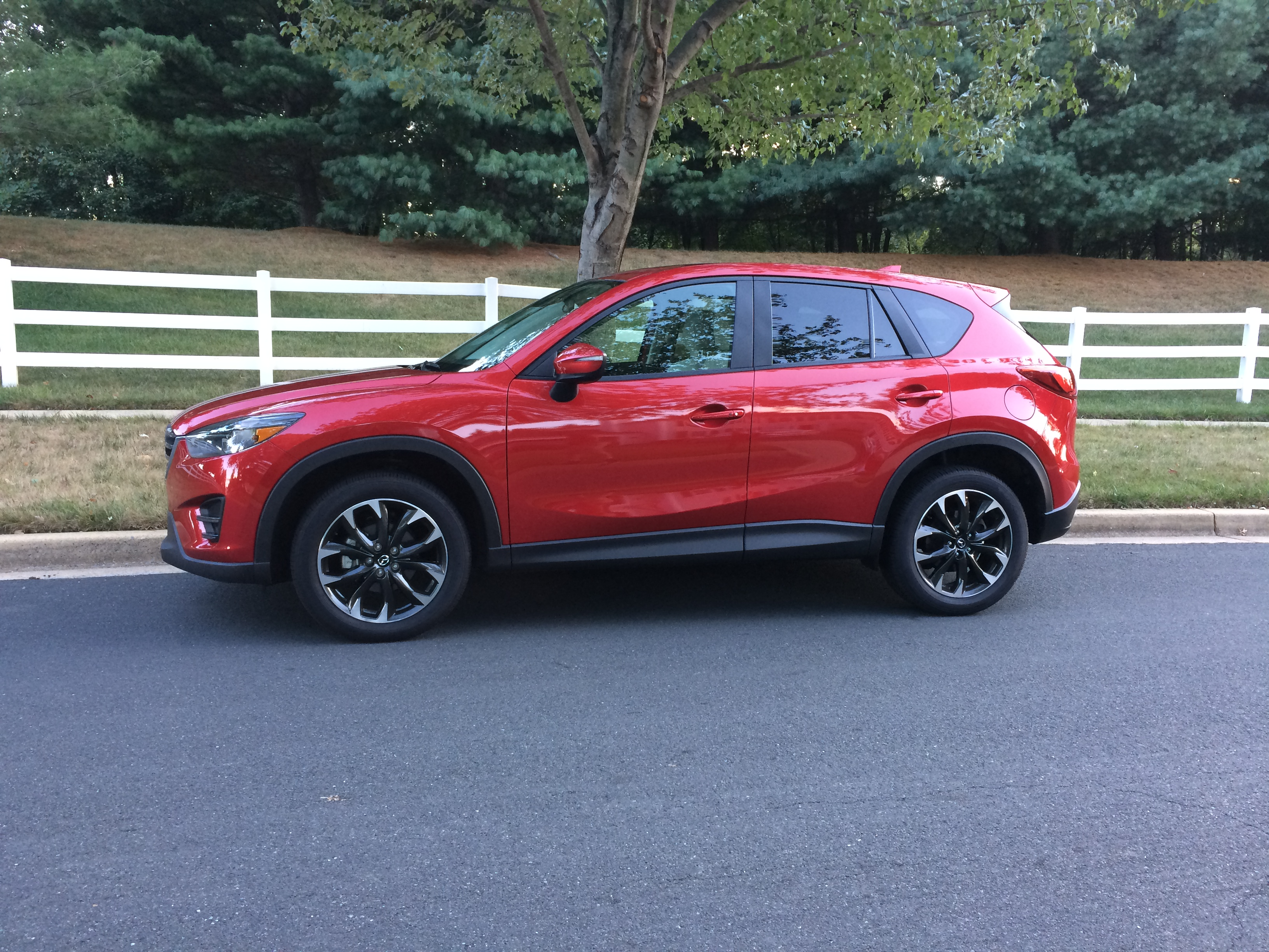 Mazda CX-5 Grand Touring: A sporty small crossover with an improved interior for 2016