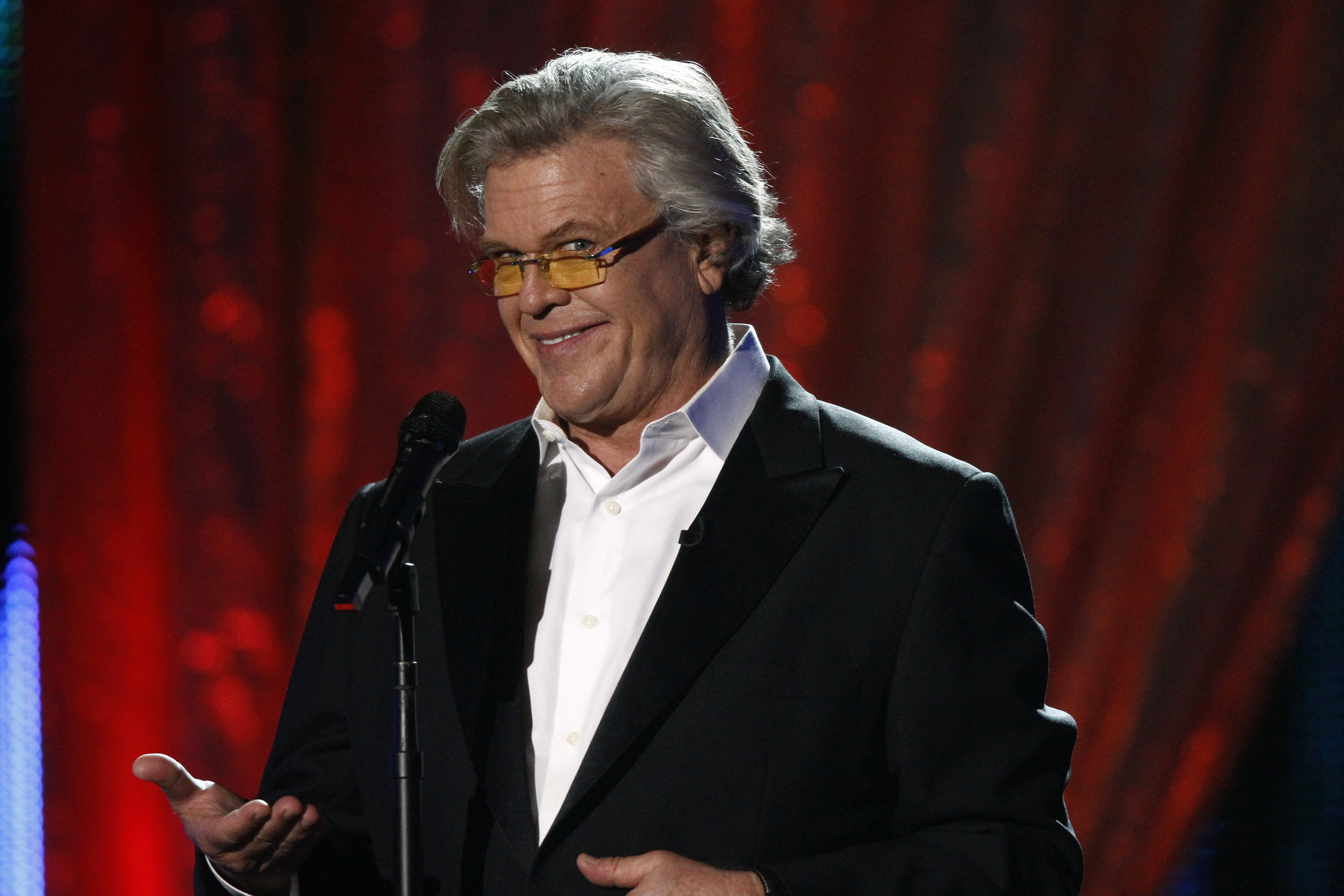 Ron White brings blue collar comedy to Warner Theatre
