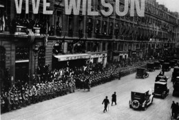 Parisians line the route of American President Woodrow Wilson's motorcade, above the street hangs a 'Vive Wilson' sign, circa 1918. (Photo by Fotosearch/Getty Images).