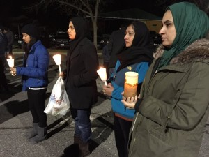 Attendees hold candles in remembrance of the shooting victims in California. (WTOP/Michelle Basch)