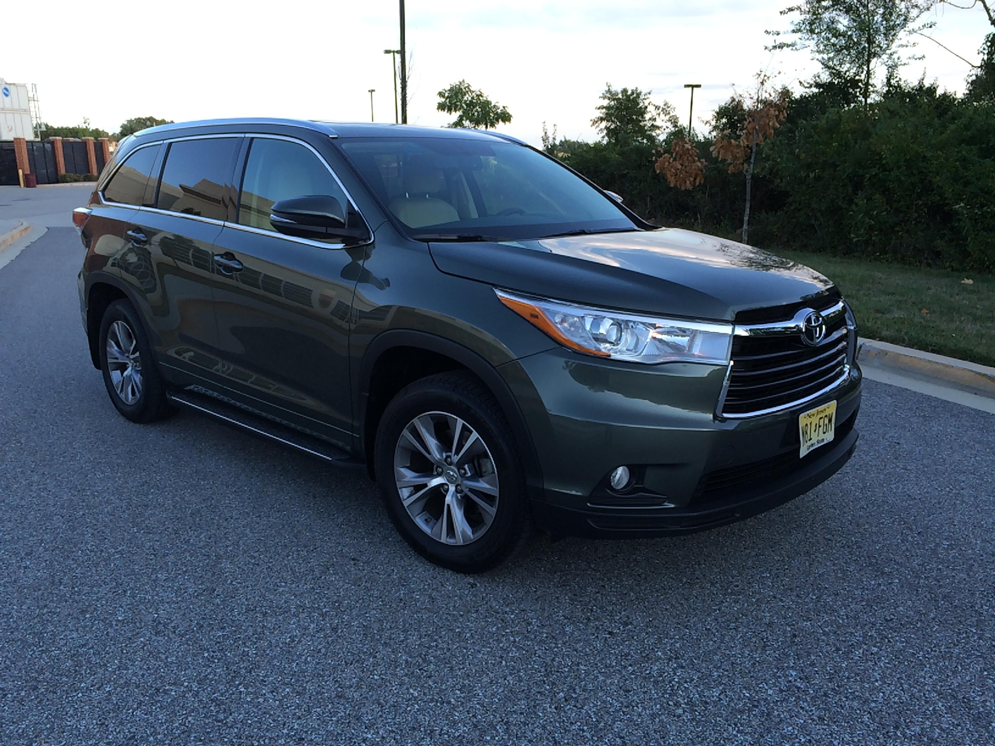 Car Report: Toyota Highlander a family-friendly crossover