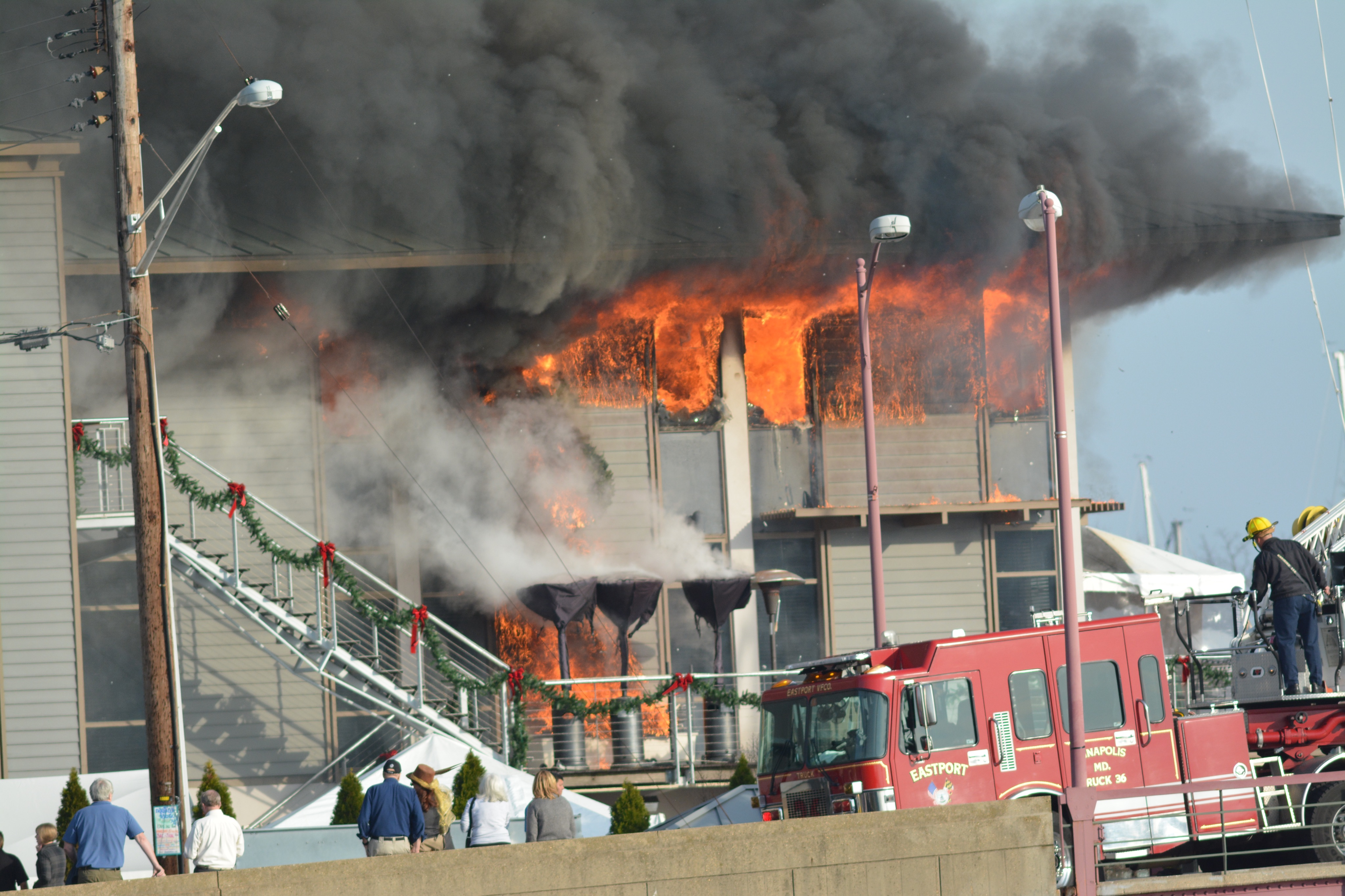 Fire breaks out at Annapolis Yacht Club (Photos)