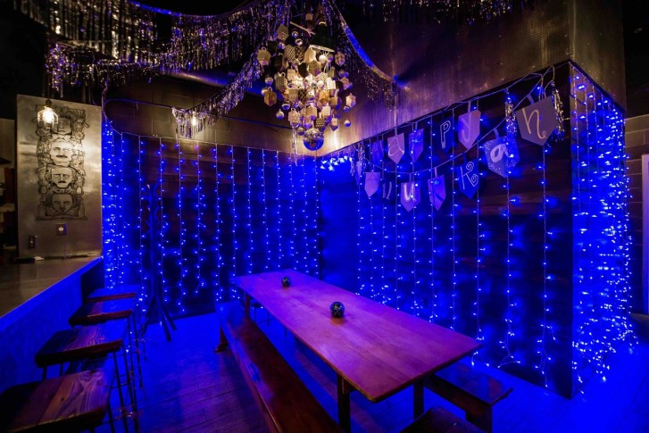 Dc Christmas Pop Up Bar.Dc S Permanent Pop Up Bar Stays Fresh With Flowers 10 Foot