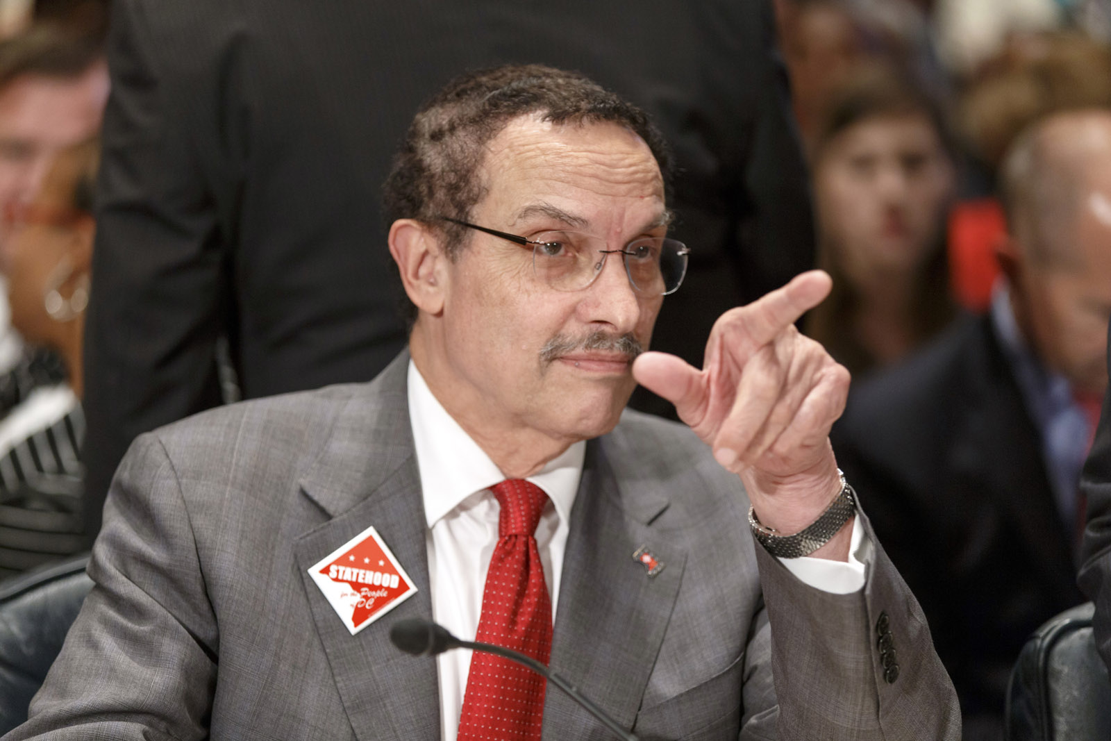 No charges for former Mayor Gray; prosecutors end probe