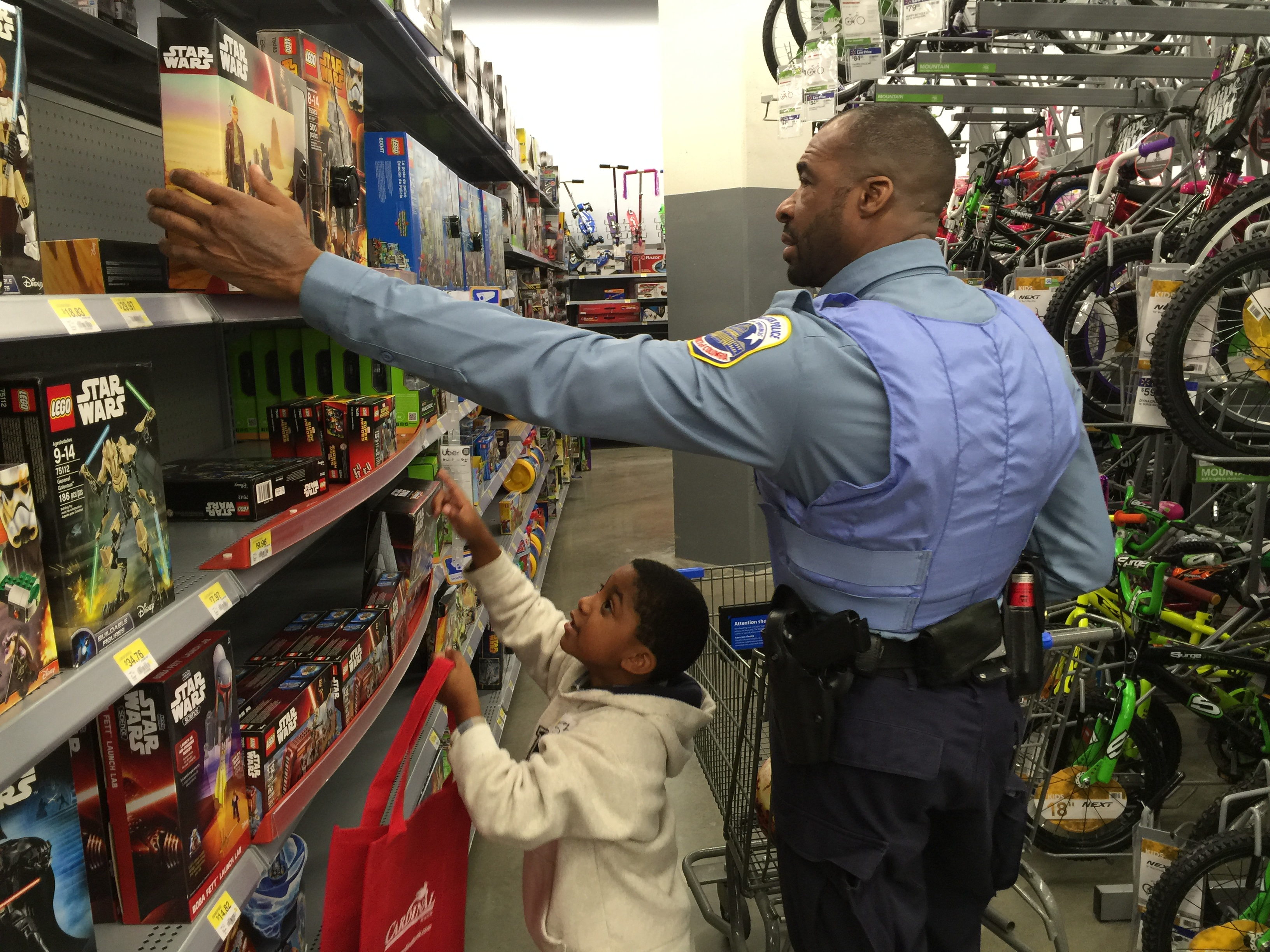 D C  police turn into holiday helpers for local children | WTOP