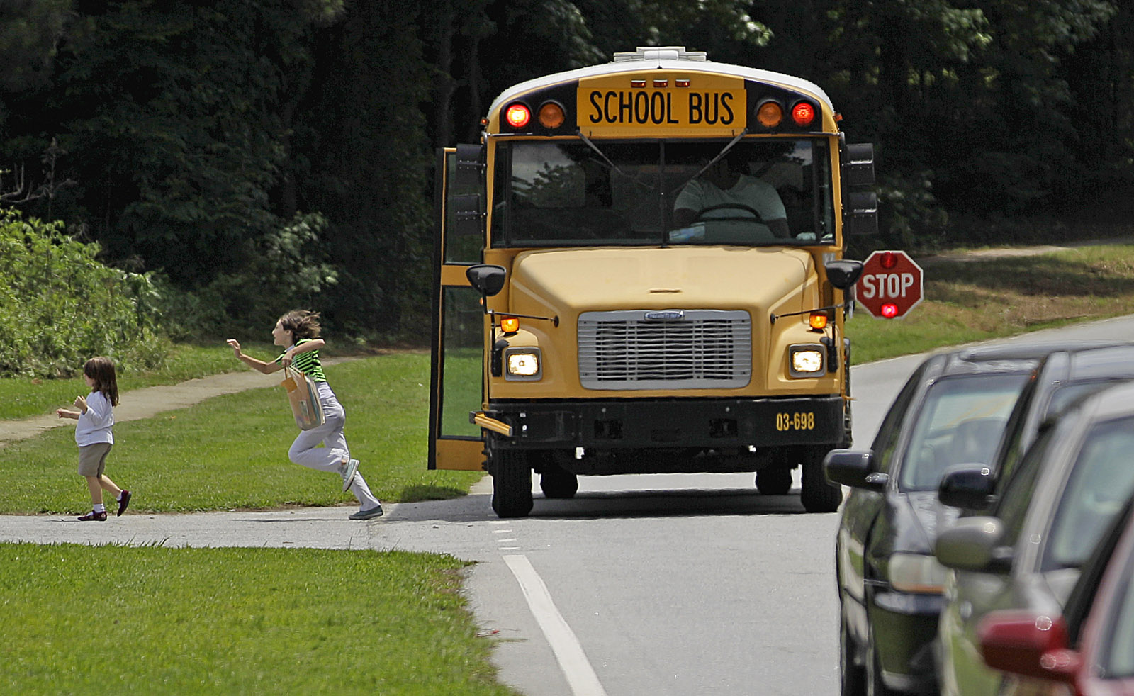 Va. lawmakers line up to ensure school bus camera tickets can be mailed