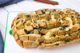 Stuffed bread with cheese; garlic and parsley