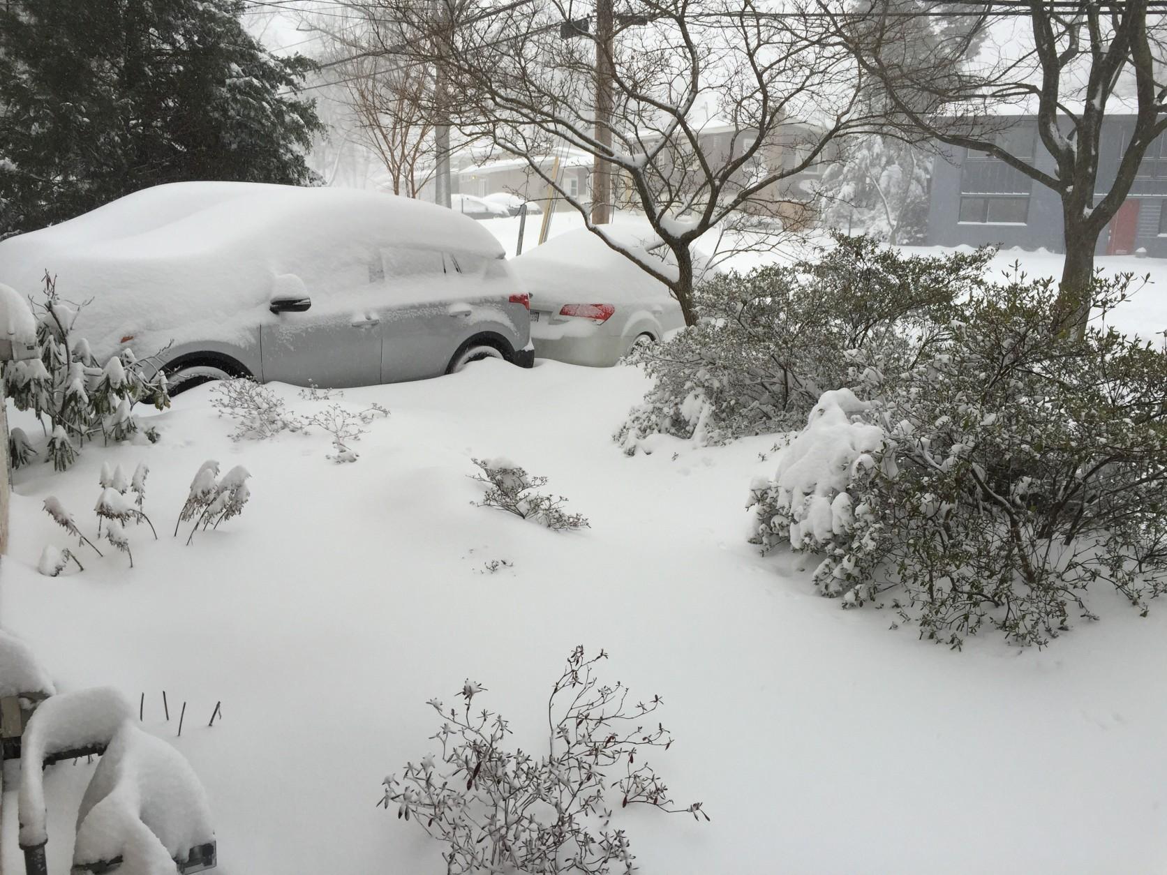 Buried minivan-Kensington, MD. (Courtesy WTOP listener)