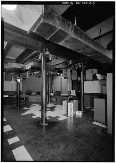 The old venue featured a support beam right in front of the stage. (Library of Congress)