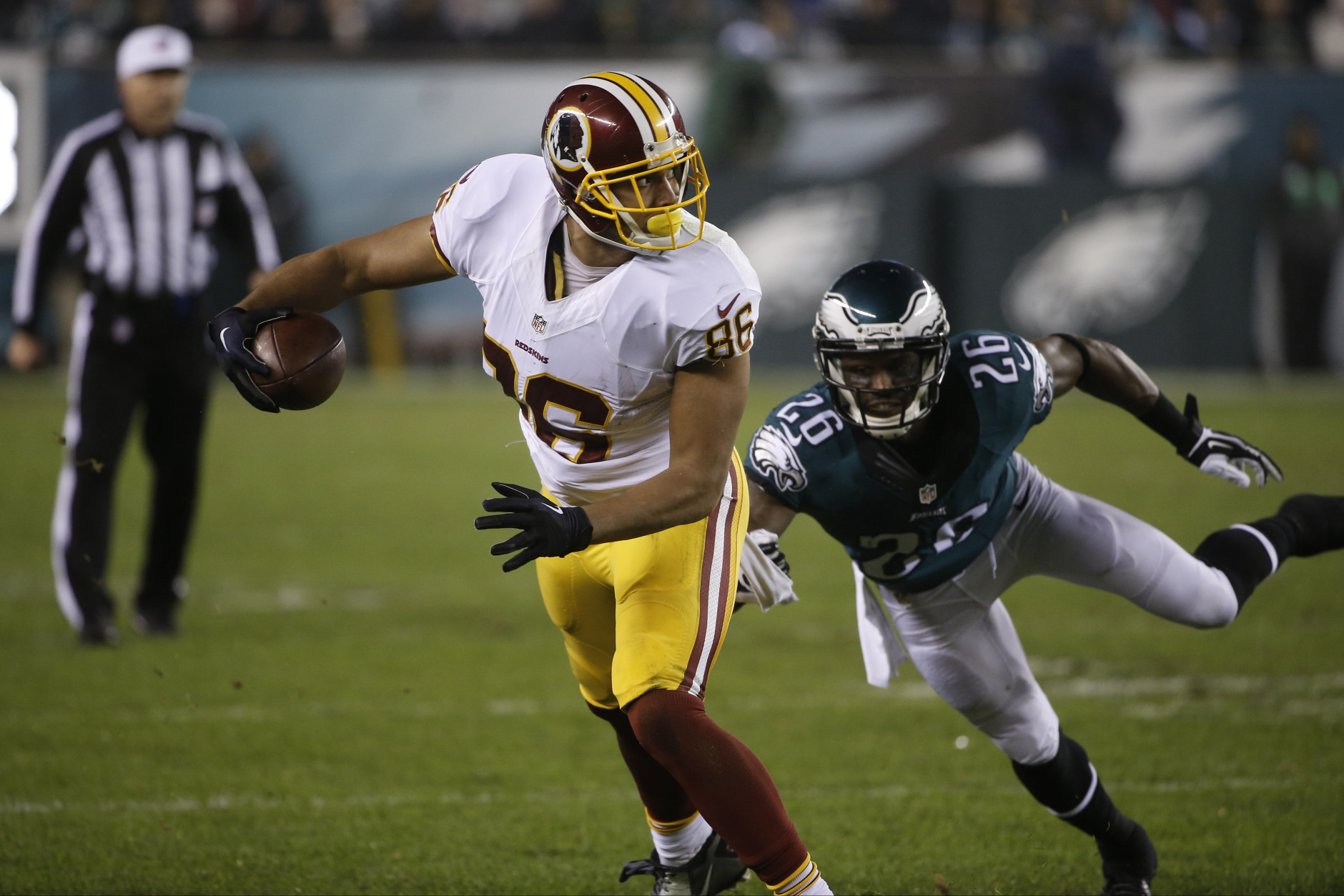 Washington Redskins' Jordan Reed, left, tries to break a tackle by Philadelphia Eagles' Walter Thurmond in the second half of an NFL football game, Saturday, Dec. 26, 2015, in Philadelphia.  (AP Photo/Matt Rourke)