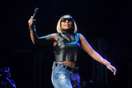 """Mary J. Blige perform during Hot 97's """"Busta Rhymes & Friends: Hot For The Holidays"""" at the Prudential Center on Saturday, Dec. 5, 2015 in Newark, N.J. (Photo by Brad Barket/Invision/AP)"""