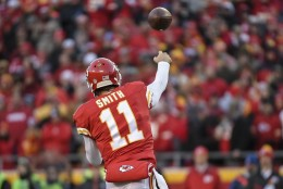 Kansas City Chiefs quarterback Alex Smith (11) throws against the Oakland Raiders during the first half of their NFL football game in Kansas City, Mo., Sunday, Jan, 3, 2016. (AP Photo/Reed Hoffmann)