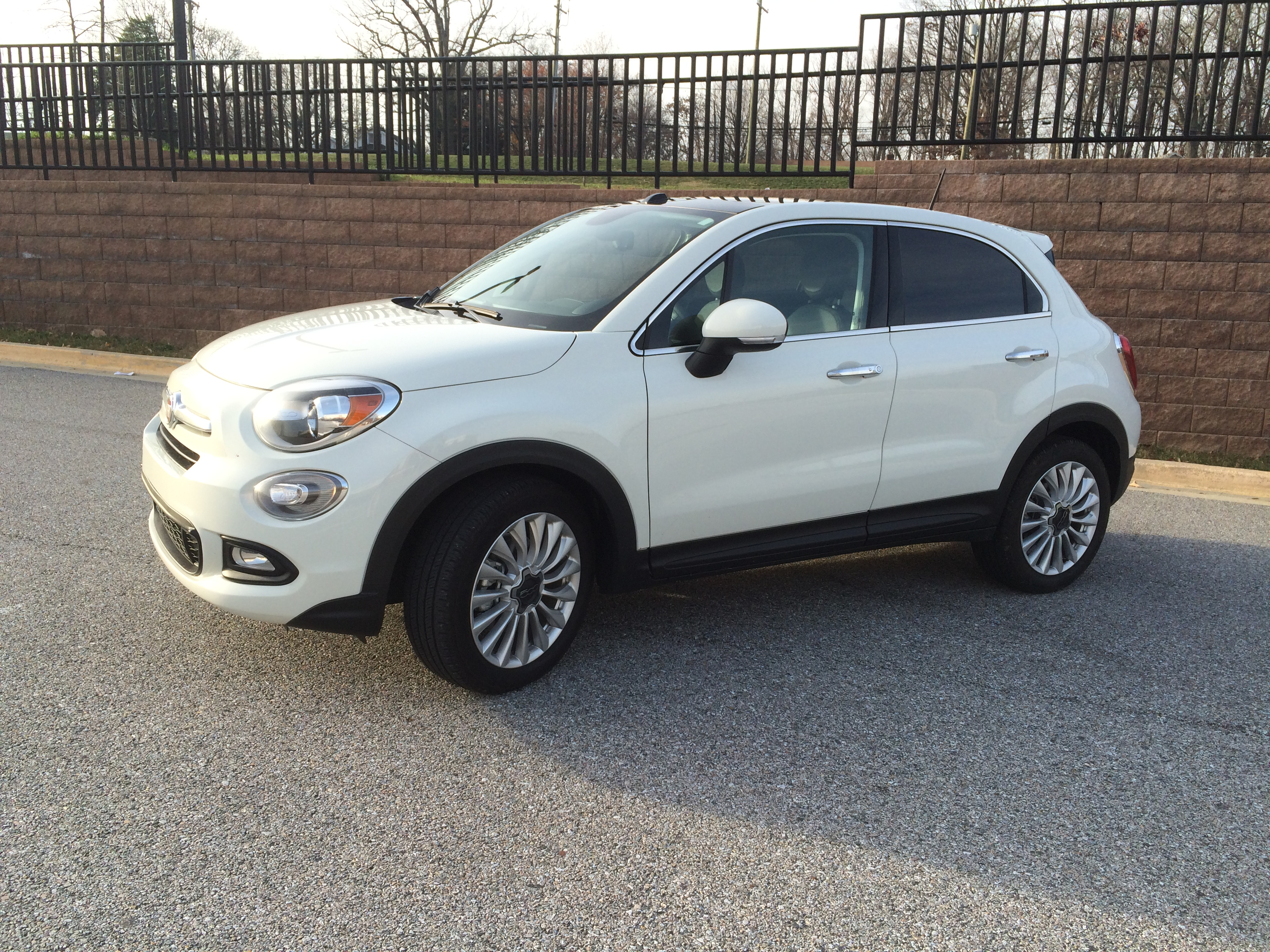 fiat goes mainstream with the 2016 fiat 500x compact crossover wtop. Black Bedroom Furniture Sets. Home Design Ideas