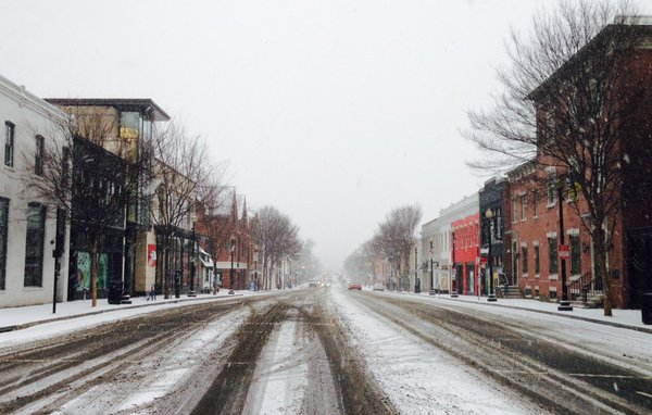 Snow accumulates in Georgetown on Friday, Jan. 22, 2016. (From Twitter user Mike King)
