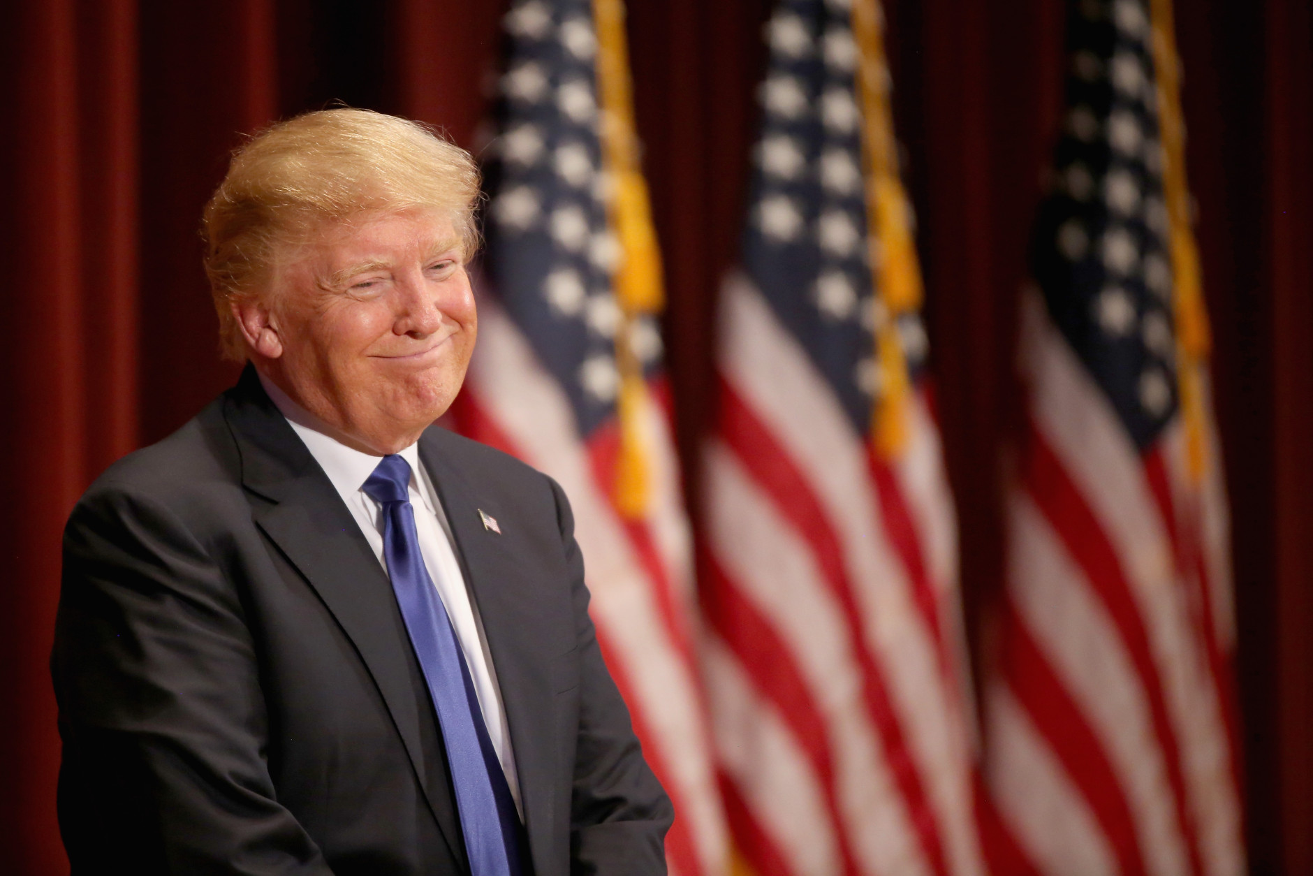 Republican presidential candidate Donald Trump smiles as he speaks to veterans at Drake University on January 28, 2016 in Des Moines, Iowa. Donald Trump held his alternative event to benefit veterans after withdrawing from the televised Fox News/Google GOP debate which airs at the same time. (Photo by Christopher Furlong/Getty Images)