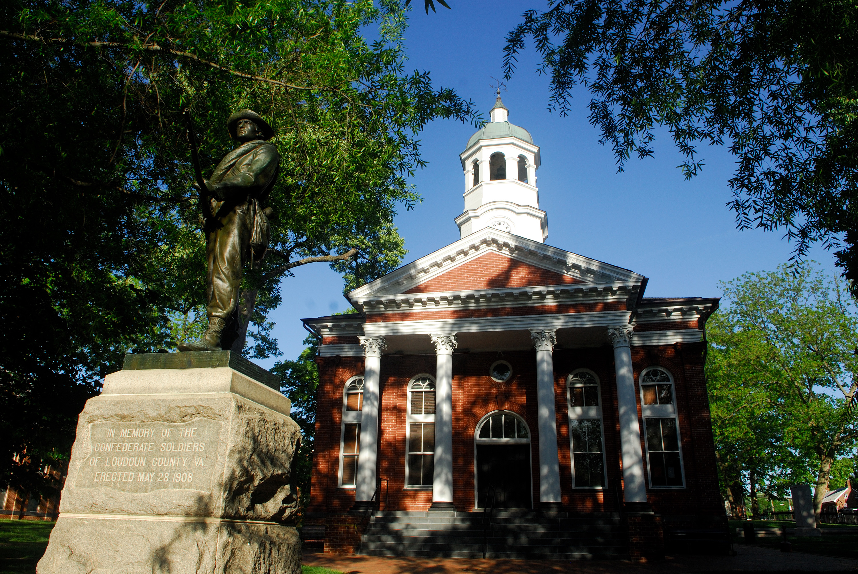 Should Leesburg become a city? It's complicated