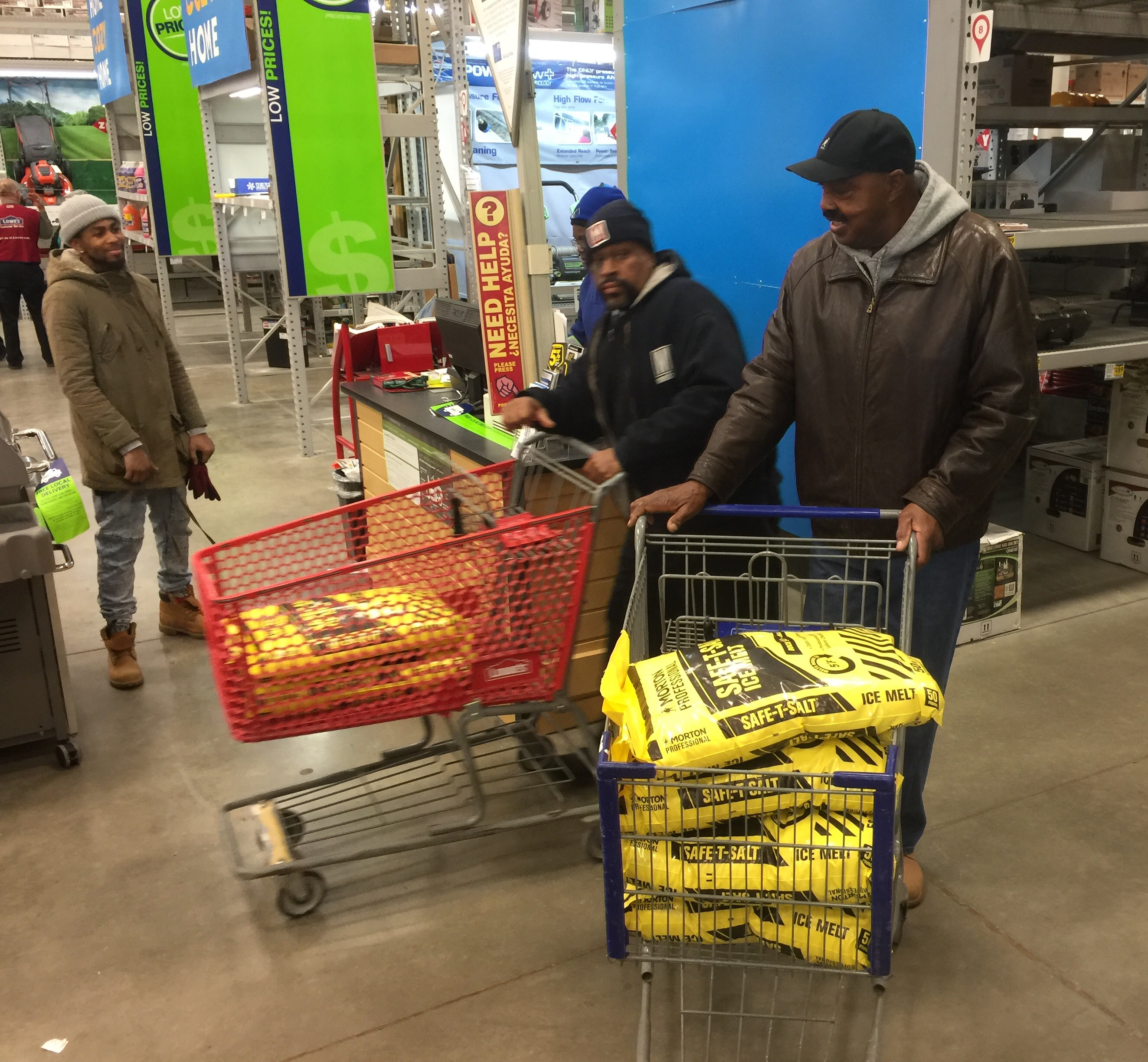 Prestorm shoppers clearing out local hardware store (Photos)