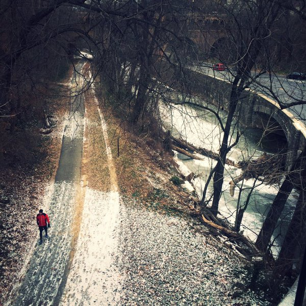 Snow begins to accummulate at Rock Creek Park on Friday, Jan. 22, 2016. (From Twitter user @Puccaloki)