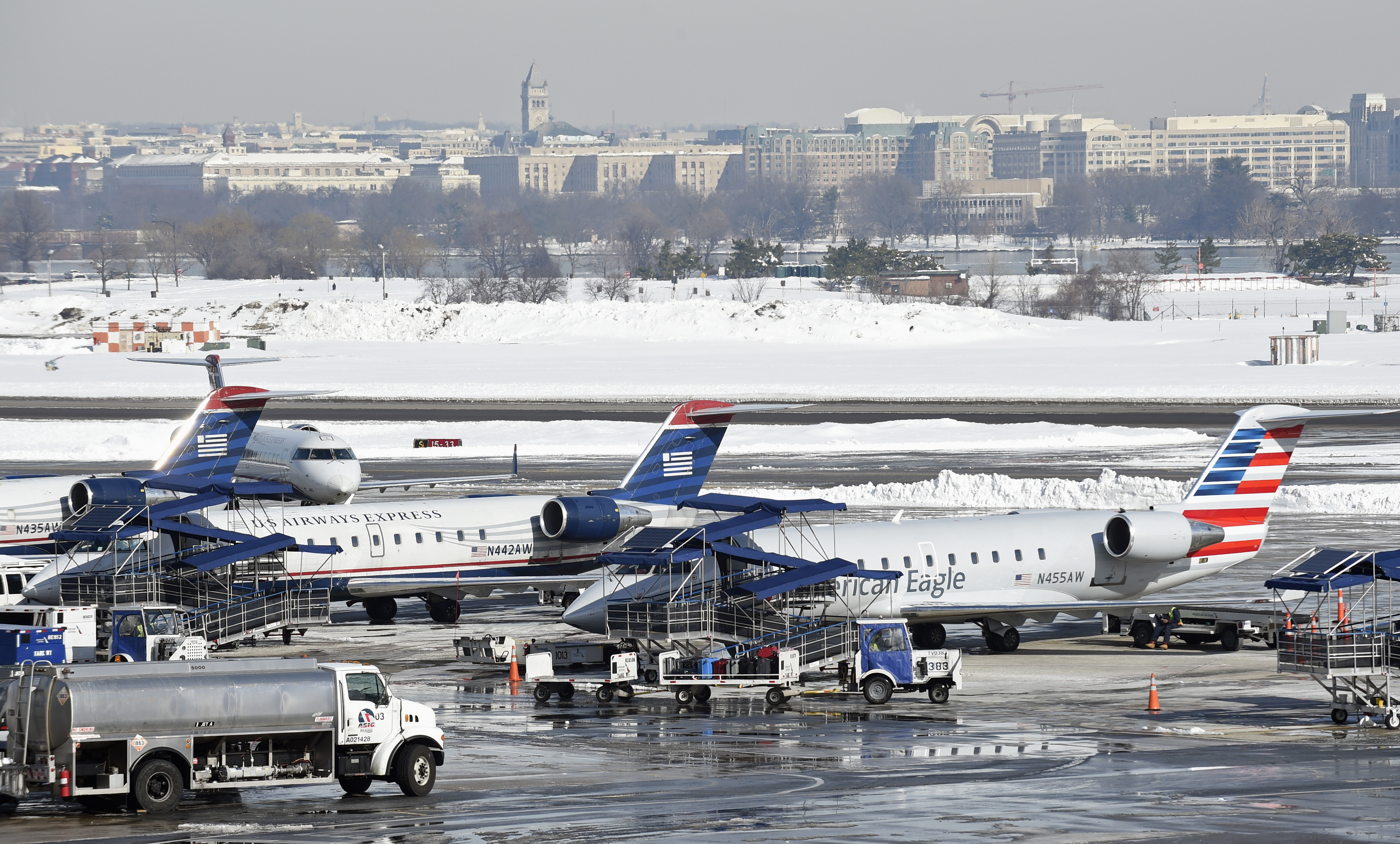 How local airports manage when snow hits hard | WTOP