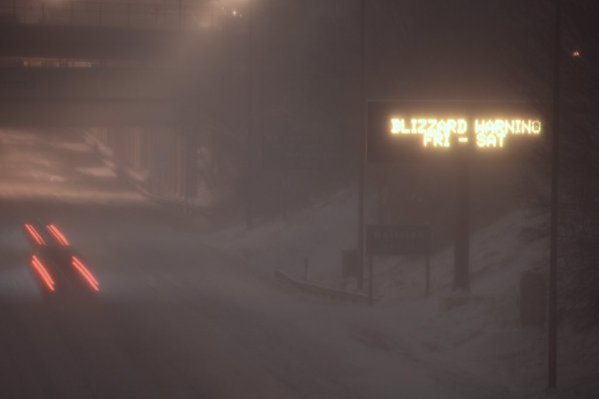 The scene at a blustery overpass along Interstate 66 in Arlington, Va.(WTOP/Dave Dildine)