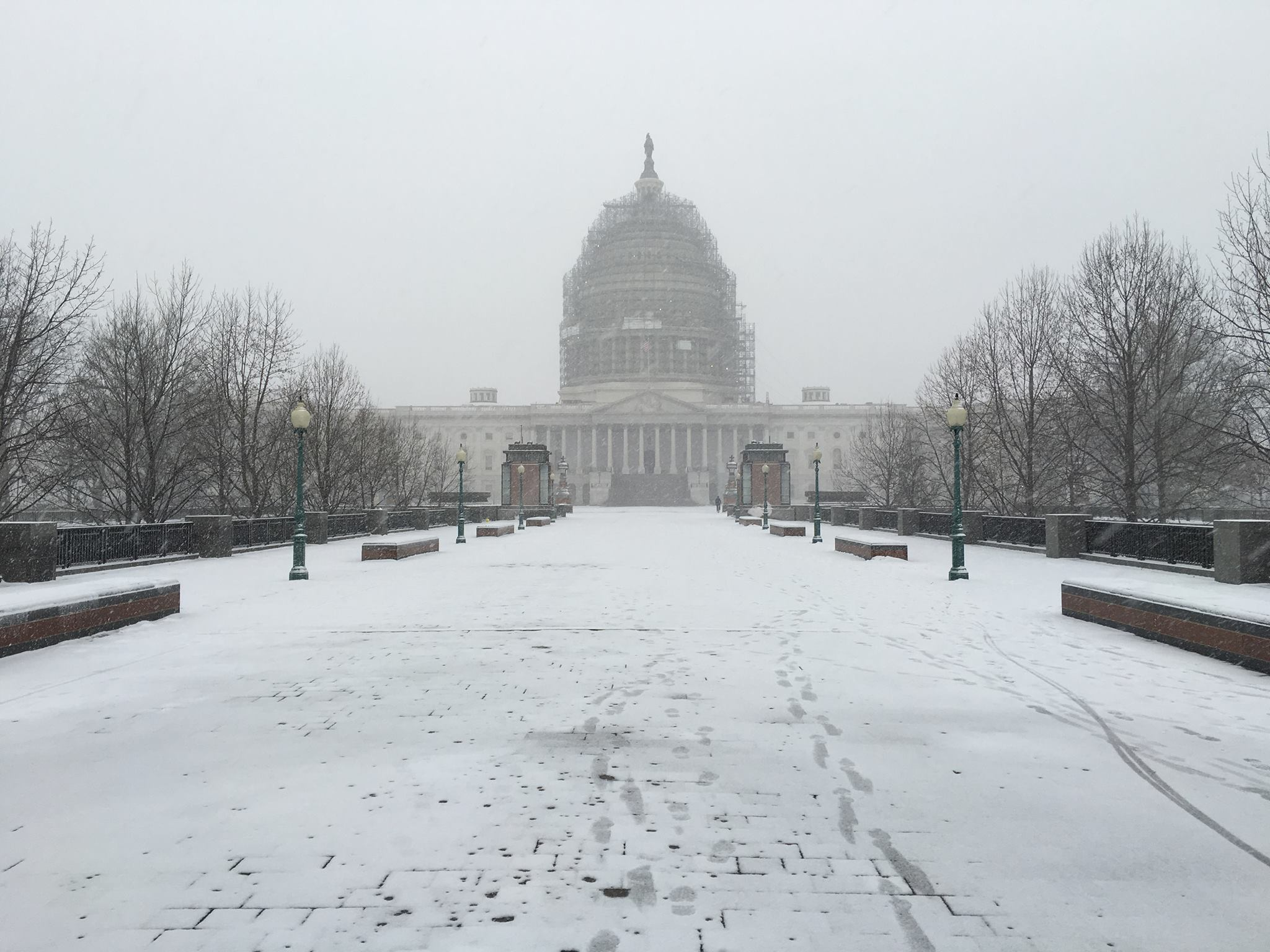 Snow could complicate Tuesday morning commute