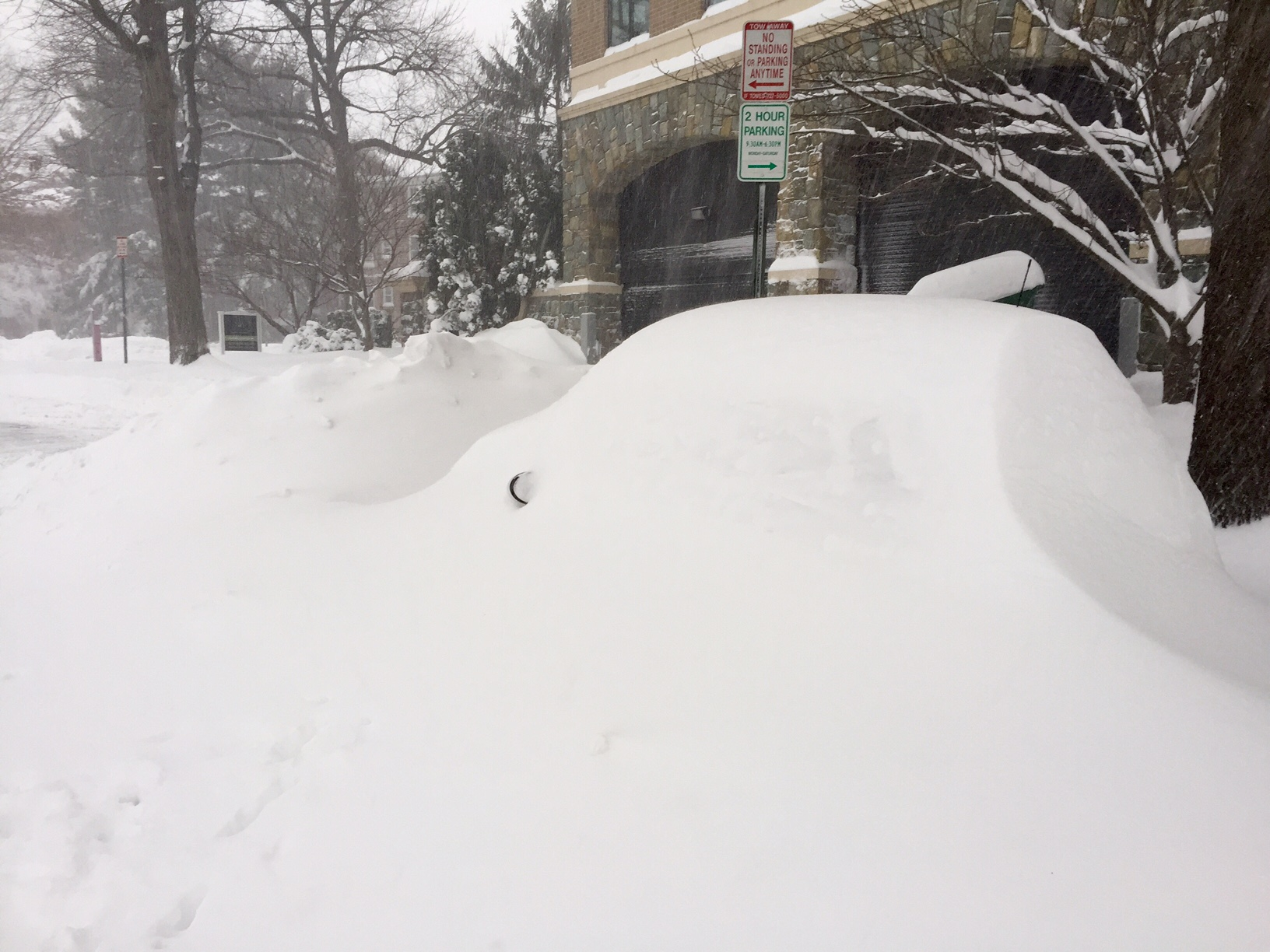 Waiting To Shovel Snow Until It Stops >> Dos And Don Ts To Cleaning Off Your Car Wtop