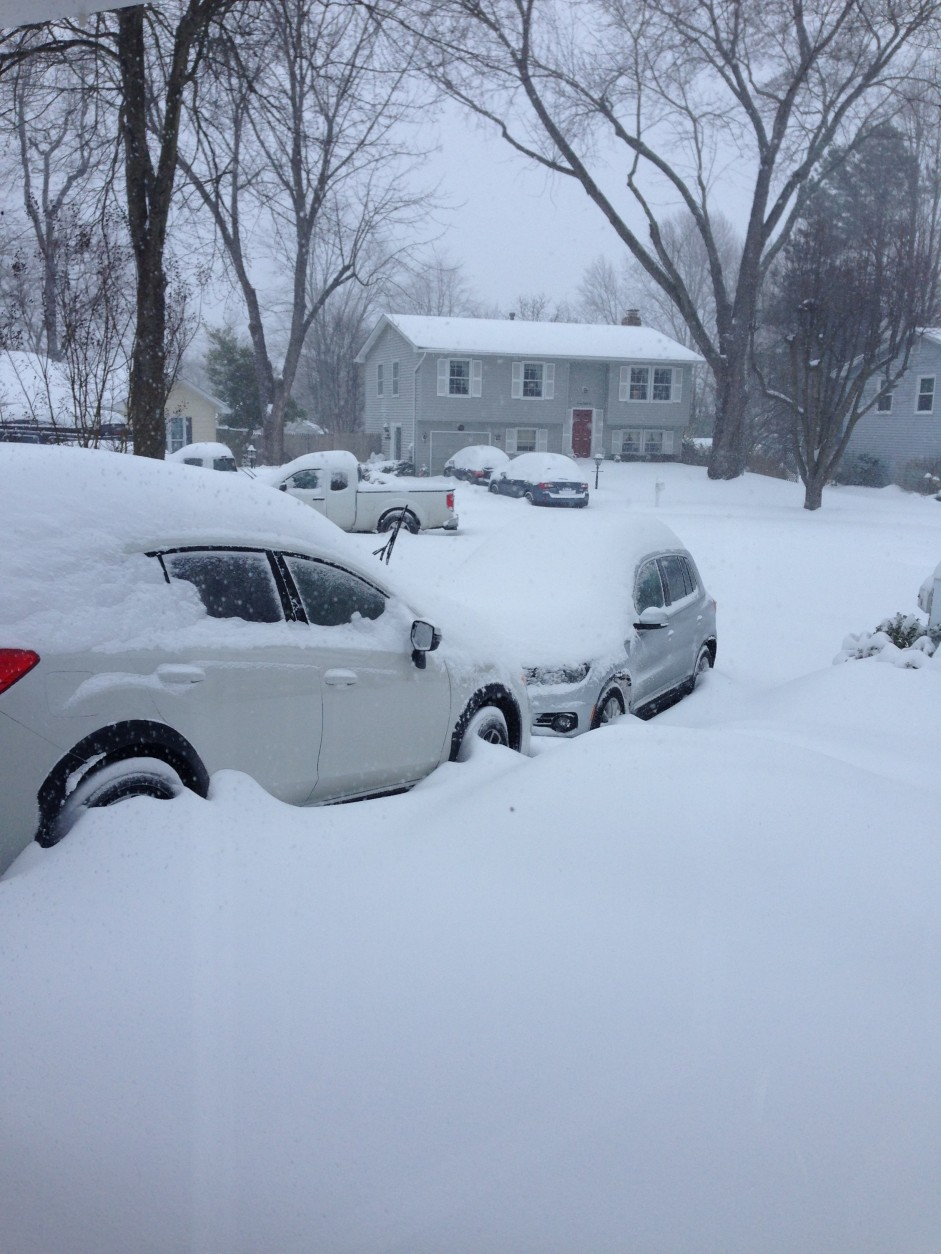 16 inches of snow in Crofton, Maryland on Saturday morning. (WTOP/Mary Kay LeMay)