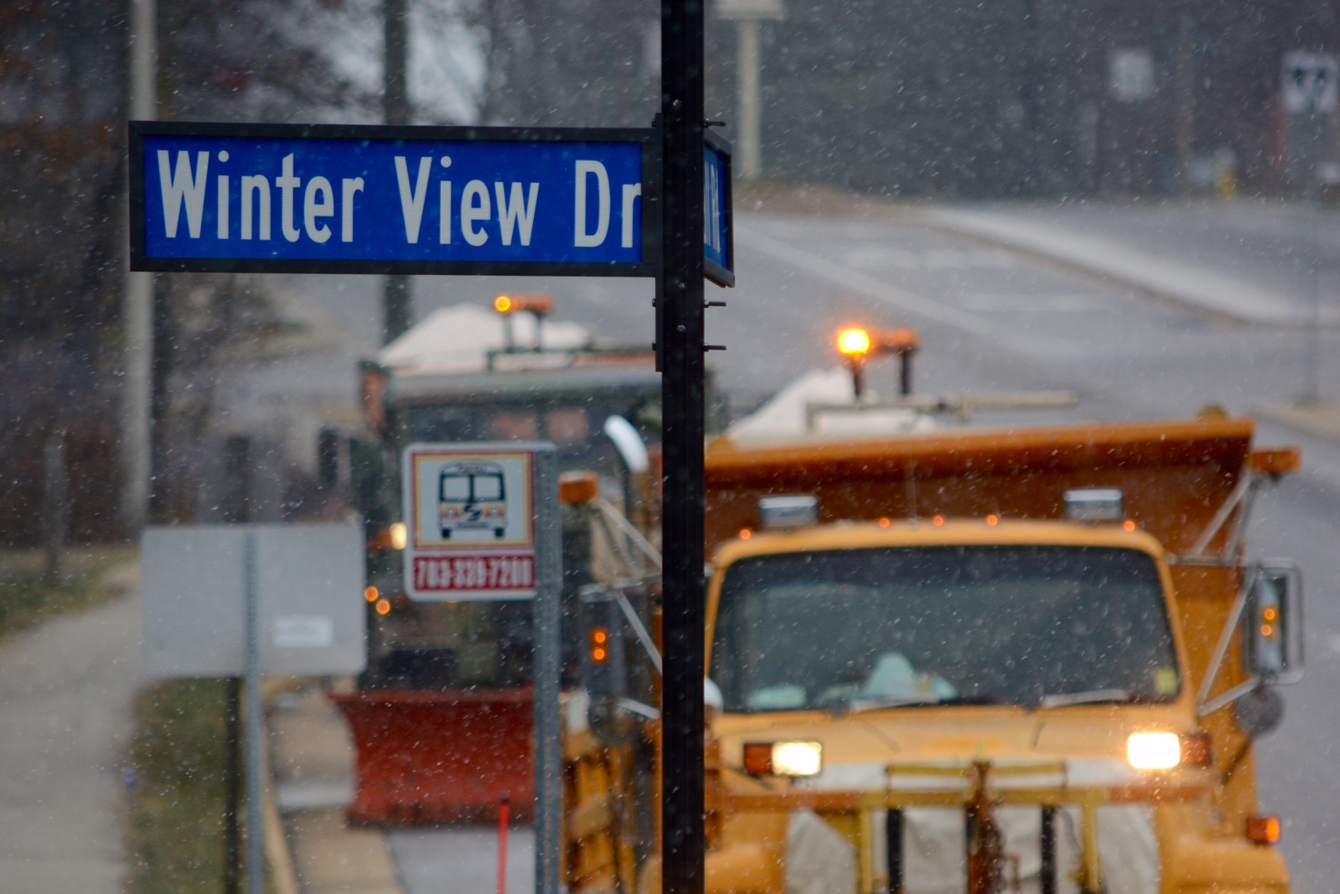 Snow begins to fall in and around the D.C. region on Friday, Jan. 22. (WTOP/Dave Dildine)