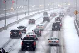 Snow begins to accumulate in the D.C. region on Friday, Jan. 22. (WTOP/Dave Dildine)
