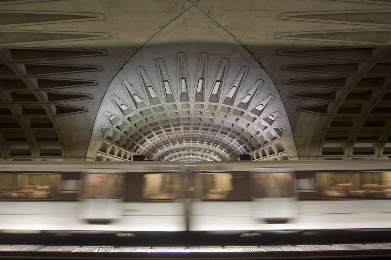Tracking Metro 24/7: Metro now shuts down at midnight on weekends