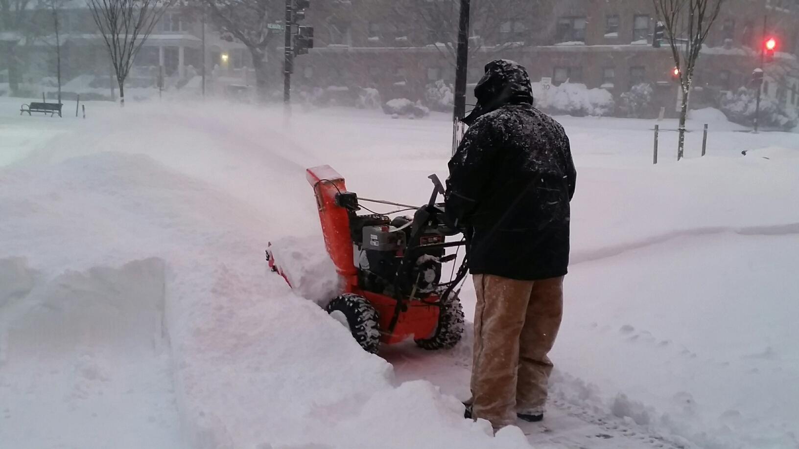 Snow accumulations outside of WTOP in Northwest, D.C. (WTOP/Kathy Stewart)