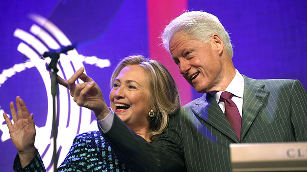 Bill Clinton says Hillary in 'dog fight' for Iowa caucus win
