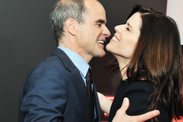 Michael Kelly and Neve Campbell great each other on the red carpet at the National Portrait Gallery in D.C. on Feb. 22, 2016.  (Courtesy Shannon Finney, www.shannonfinneyphotography.com)