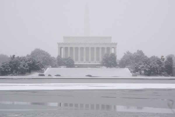 The Washington Monument is barely visible behind the Lincoln Memorial on Monday, Feb. 15, 2016. (WTOP/Dave Dildine via Twitter)