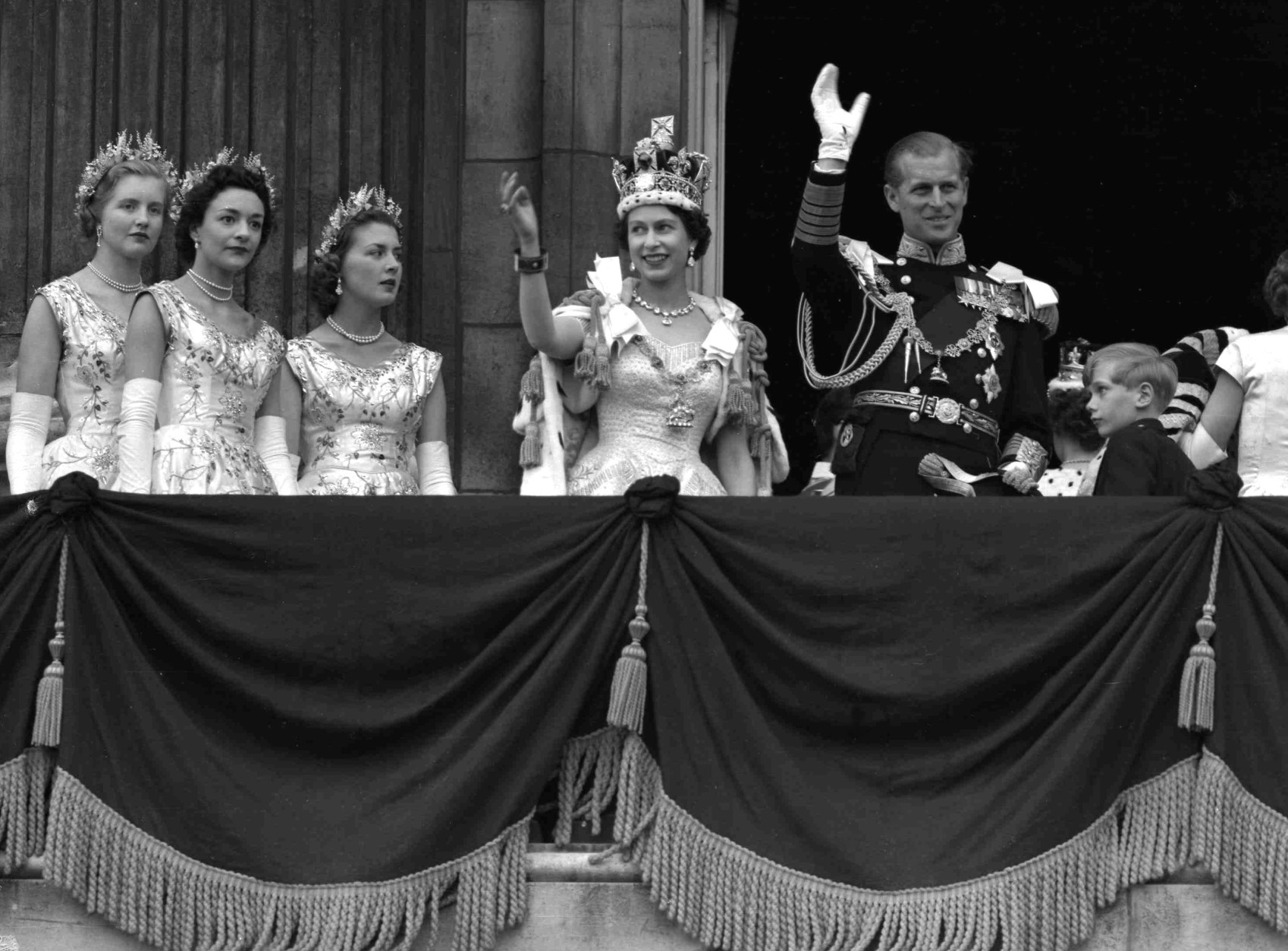 Britain's Queen Elizabeth II and Prince Philip, Duke of Edinburgh, gather with other members of the British royal family to greet supporters from the balcony at Buckingham Palace, following her coronation at Westminster Abbey. London, June. 2, 1953. (AP Photo/Priest)